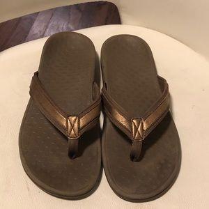 Vionic sandals size 10
